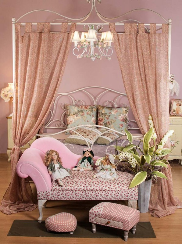 Dormitor shabby chic, pat cu baldachin de la Retro Boutique