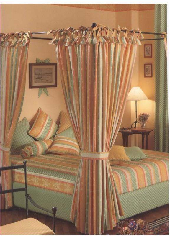 Dormitor traditional, draperii cu dungi