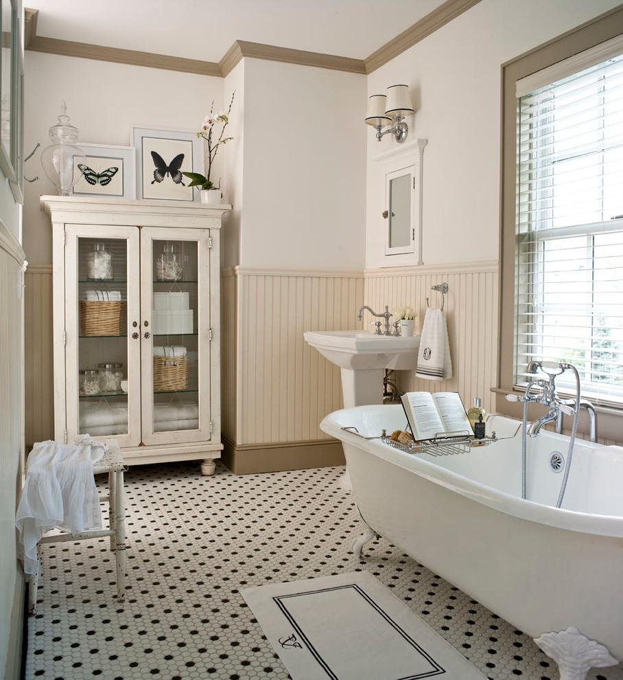 amenajare-interioara-camera-de-baie-vintage-in-alb