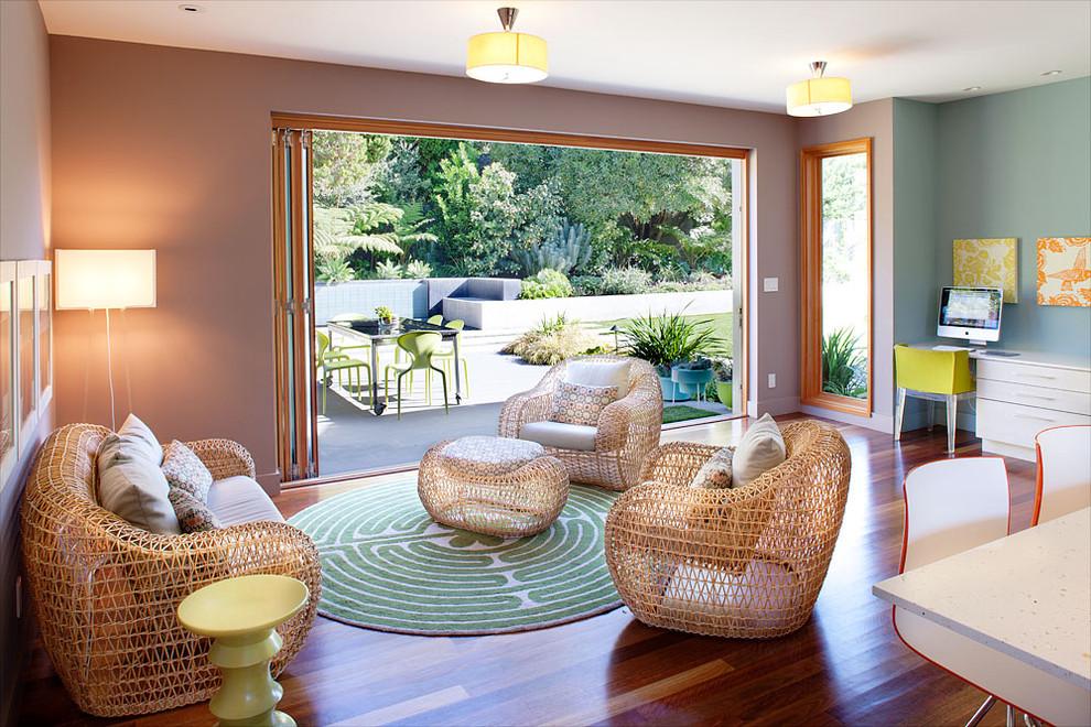 mobilier-exterior-fotolii-masa-de-cafea-canapea-in-interior