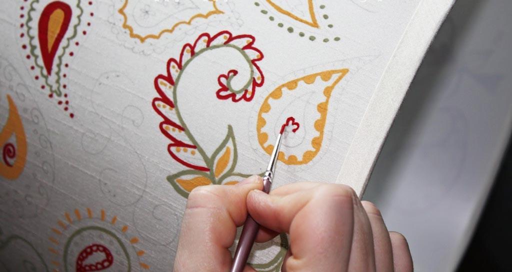 comoda-cu-sertare-pictata-manual-cu-motive-decorative