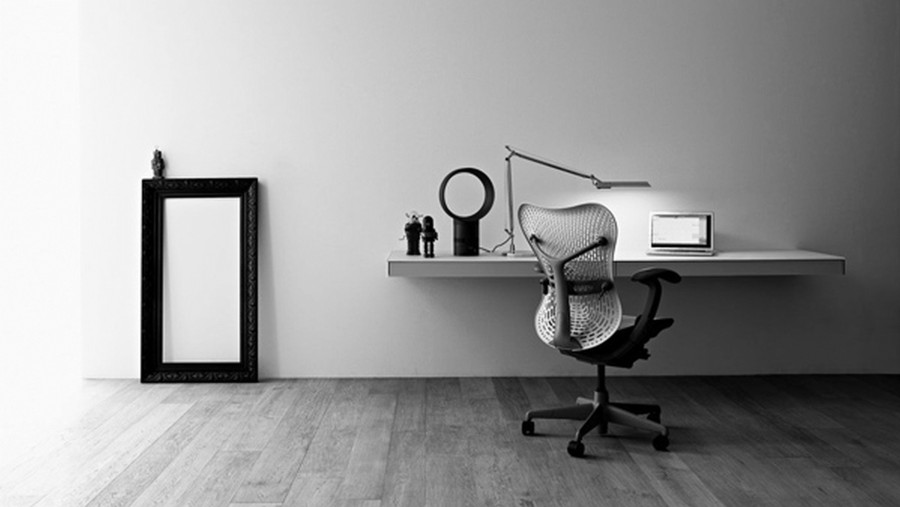 Birou si scaun modern in decor minimalist