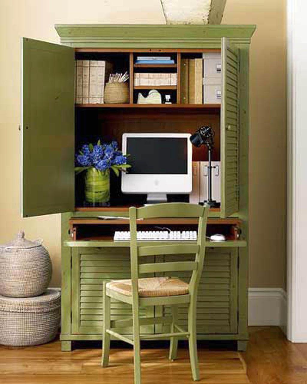 bufet-verde-amenajat-drept-birou-cu-scaun-din-lemn-asortat