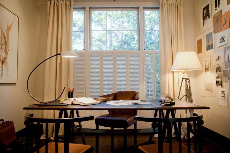 Corpuri de iluminat - veioza si lampadar - folosite la iluminatul biroului
