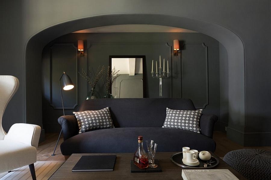 Decor masculin - canapea cu tapiterie albastru inchis, fotoliu bej, pouf gri
