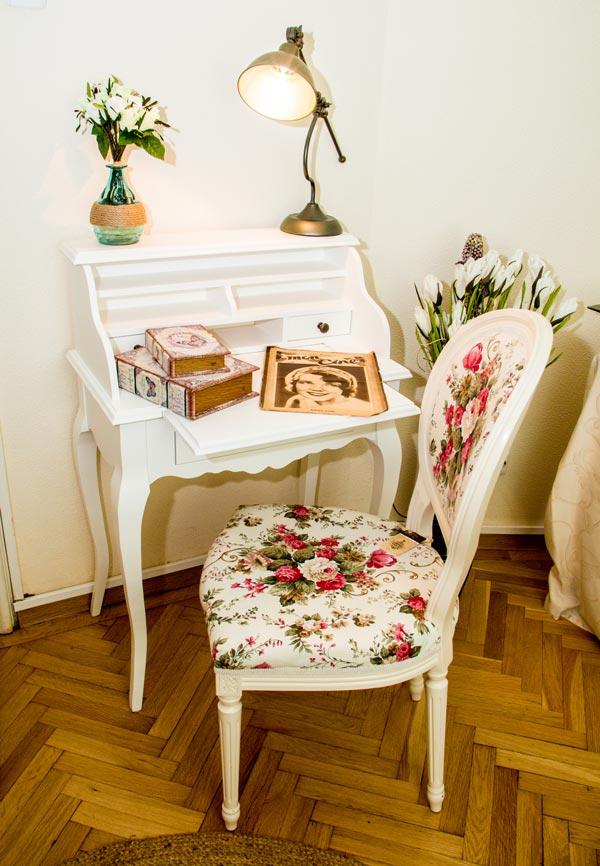 Birou secreter alb Amelie si scaun clasic in stil Ludovic de la Retro Boutique