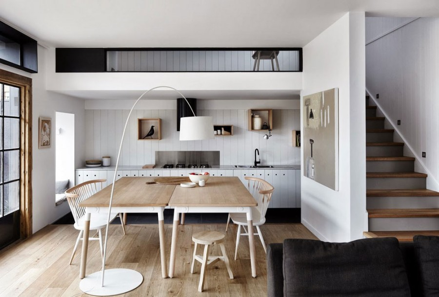 bucatarie-si-zona-de-luat-masa-stil-scandinav-masa-scaune-din-lemn