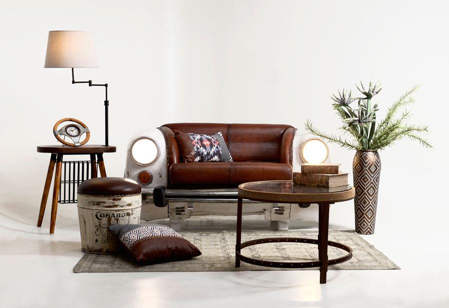 decor-living-industrial-cu-masa-de-cafea-canapea-din-metal-si-piele