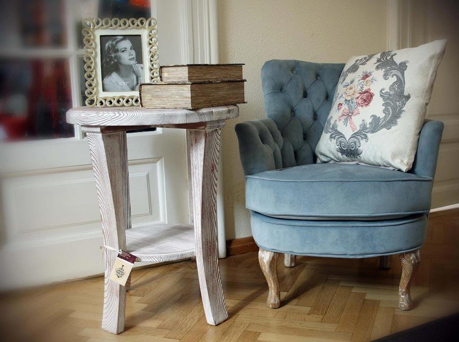 showroom-retro-boutique-masuta-de-cafea-din-lemn-si-fotoliu-capitonat-grey-velvet