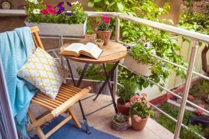 Idei originale și practice de amenajare a balconului