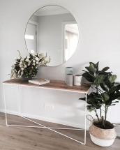 Amenajare hol patrat – consola cu oglinda