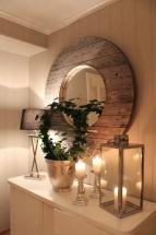 Amenajare hol - oglinda rotunda cu rama din lemn
