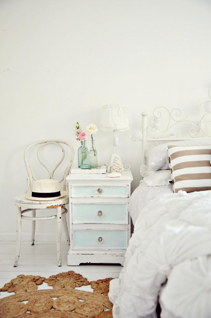 Mobilier alb pentru dormitor