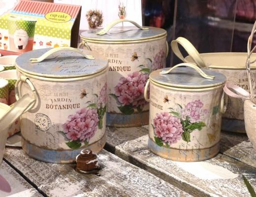 Cutii decorative cu motiv floral