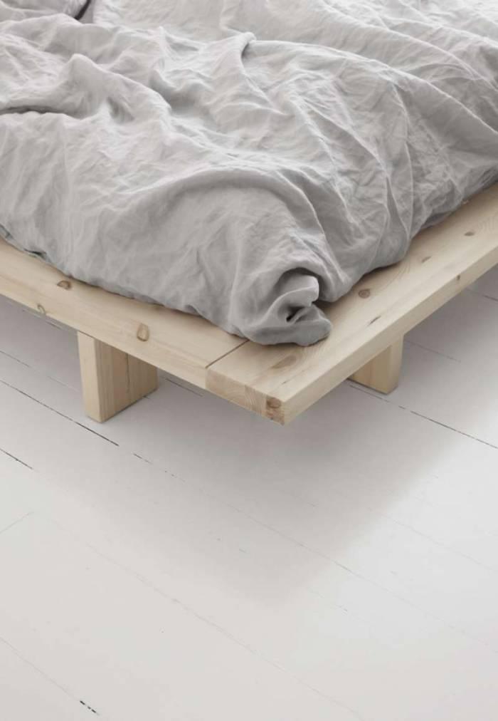Pat din lemn de brad Japan Black 180x200