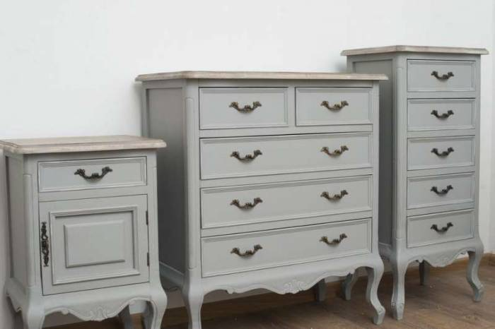 Noptieră cu ușă și sertar Gina , 70x45x35 cm, lemn de plop/ mdf/ metal, gri/ maro deschis
